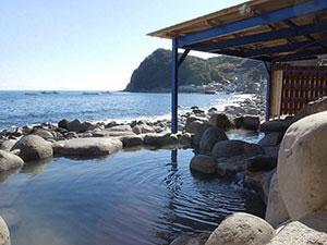 海を臨む露天風呂