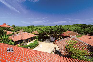 沖縄の町並みを再現した「琉球王国城下町」。