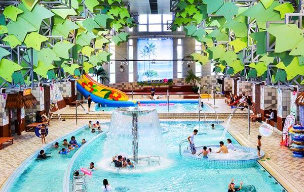 プールで楽しんで、温泉でゆったり