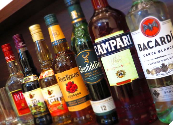 夜の3時間はBARタイム。各種アルコール類と簡単なおつまみをご用意(有料)