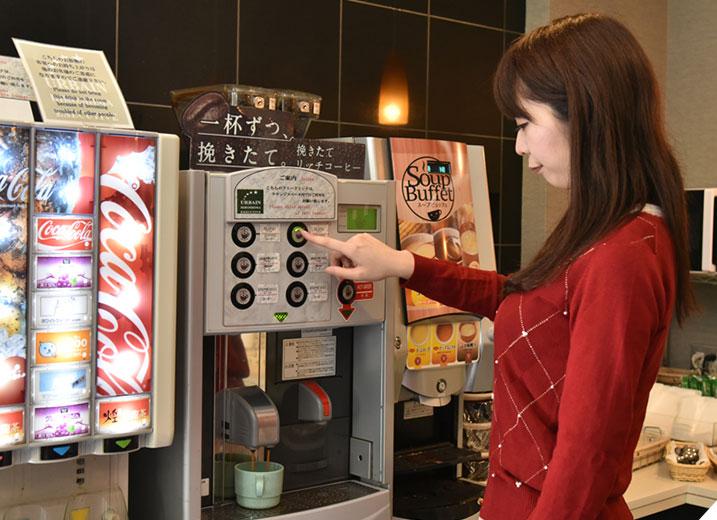 1Fラウンジでは、24時間フリードリンクサービス(コーヒー、スープ、各種ジュース)有り!