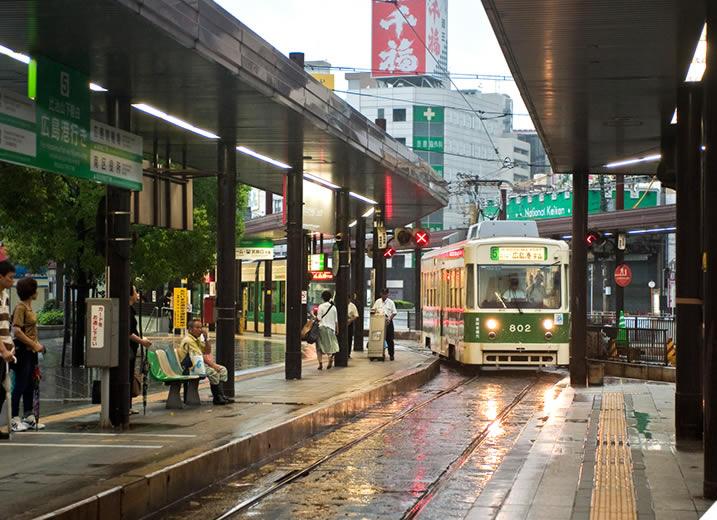 路面電車(宮島、江波、広島港行)八丁堀電停から徒歩3分