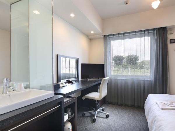 室内に洗面台のある機能的な客室◆熊本空港