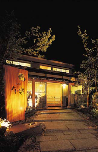 女子旅で湯布院温泉を訪れる予定ですが、可愛い浴衣のある宿はありますか。