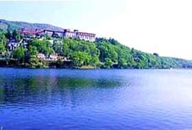 ニュー白樺湖観光ホテルの外観