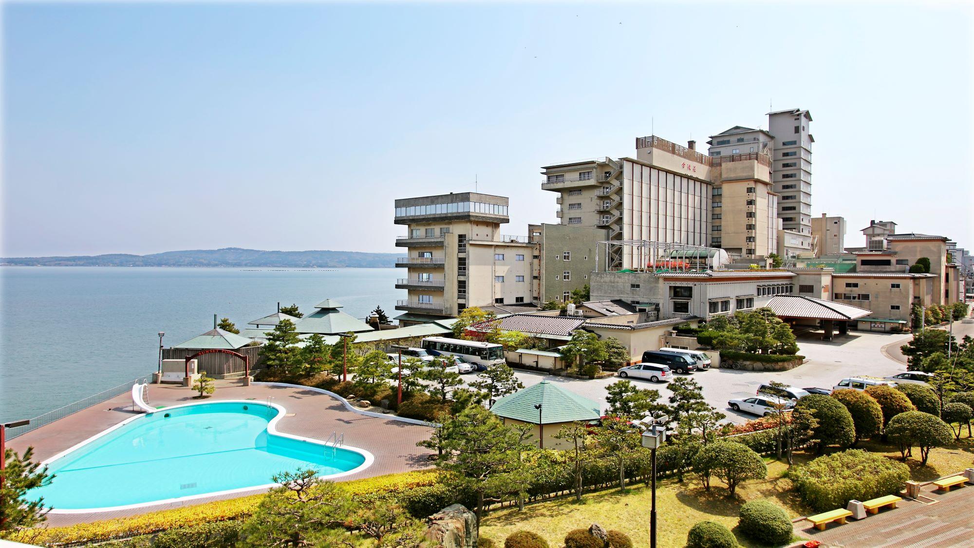 駅近くで泊まれる、魚介や海の幸が堪能できる和倉温泉のおすすめは?