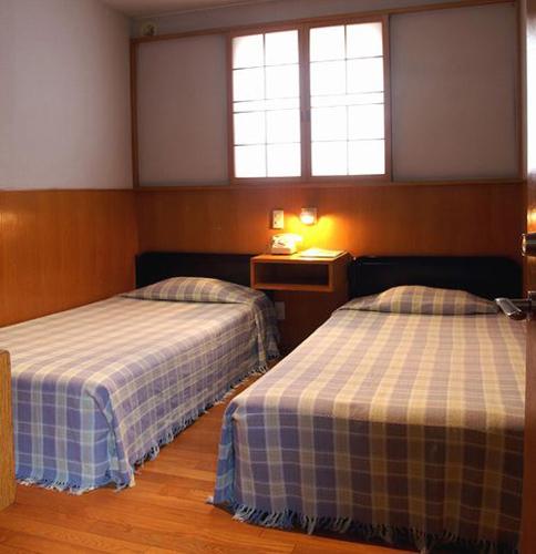 B&Bペンション はこだて村の室内の写真 -https://img.travel.rakuten.co.jp/share/HOTEL/10940/10940_twn.jpgの口コミ、クーポン、函館からのアクセスやB&Bペンション はこだて村(びーあんどびーぺんしょん はこだてむら)の評判や最安値等、近隣の遊び方や旅行のダイナミックパッケージなども完全。B&Bスタイル,宿泊と朝食のみの宿。気軽で家庭的な雰囲気。 。評価0のB&Bペンション はこだて村を満喫しよう。