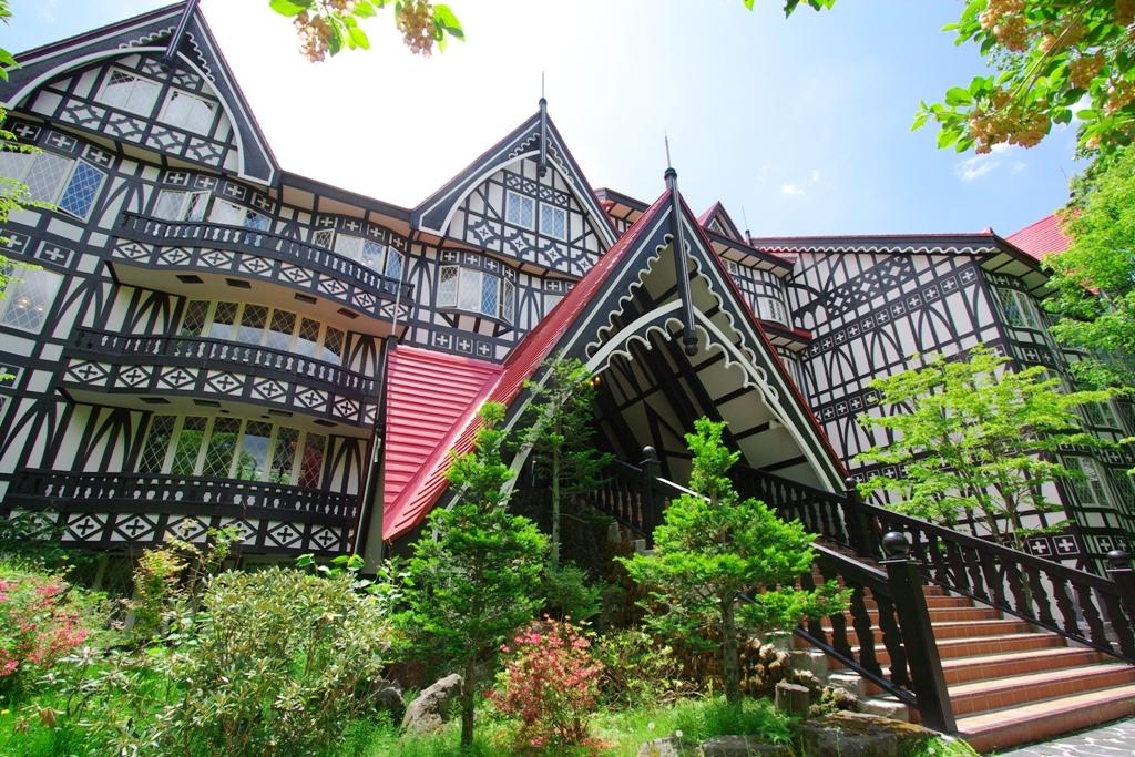 軽井沢で1万円以下・朝食付きで宿泊できる温泉旅館のおすすめを教えて下さい。