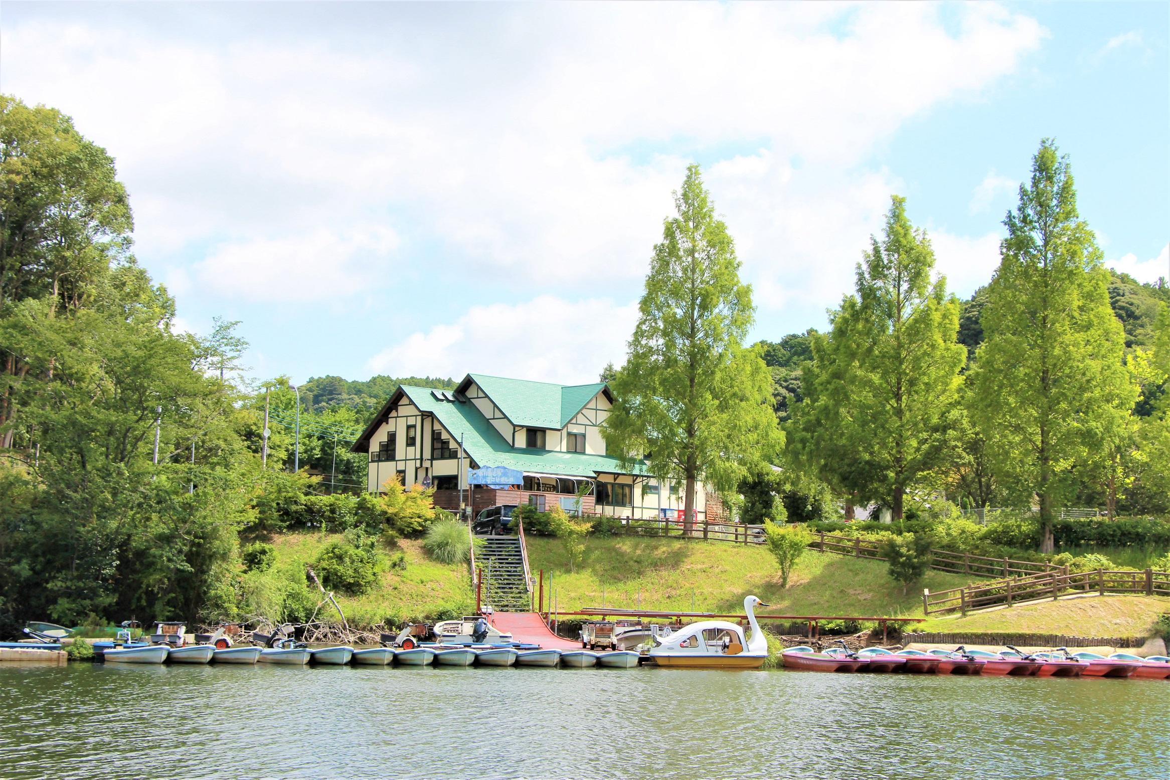 亀山湖 湖畔の宿 つ...