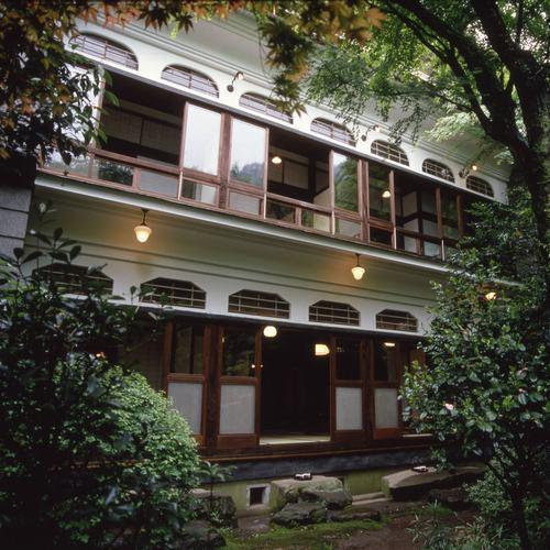 熱海温泉で学生時代の友達と女子旅をします!5人部屋で泊まれる宿を教えてください!
