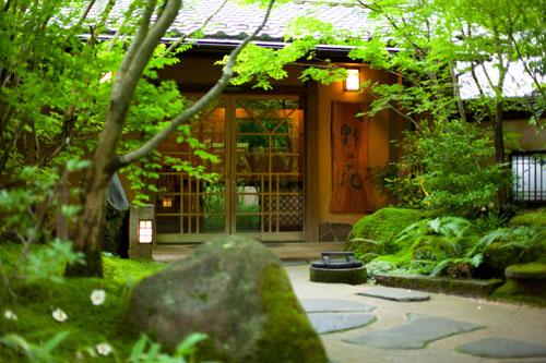 母と一緒に日帰りで楽しめる黒川温泉の宿を知りたい