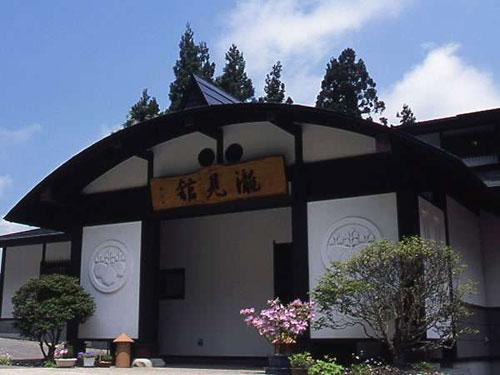 正月に泊まる銀山温泉で大浴場が広々としてる宿はありますか?
