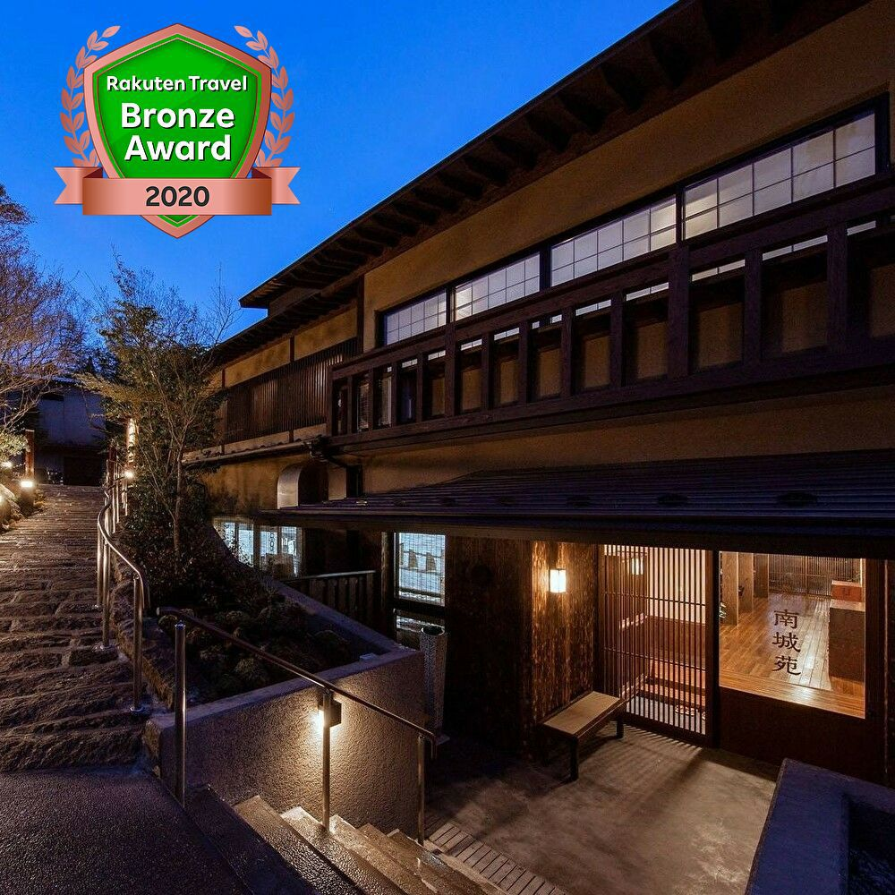 2月に友人と黒川温泉に行きたいです。源泉掛け流しのお風呂のあるおすすめのお宿が知りたいです。