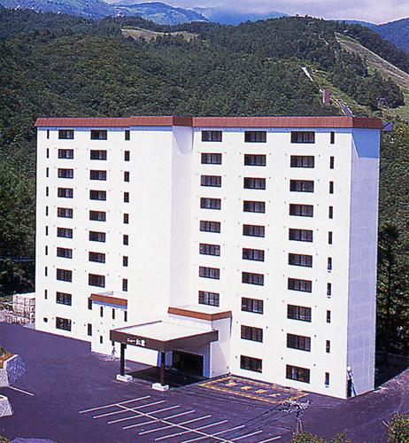 彼女と冬にスキーを楽しんだ後、草津温泉に泊まろうと思っています。景色がおすすめの温泉宿は?