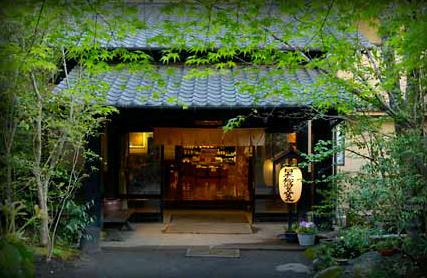 子供が生まれて初めての1泊2日の家族旅行、部屋風呂がある黒川温泉のホテルを教えて下さい。