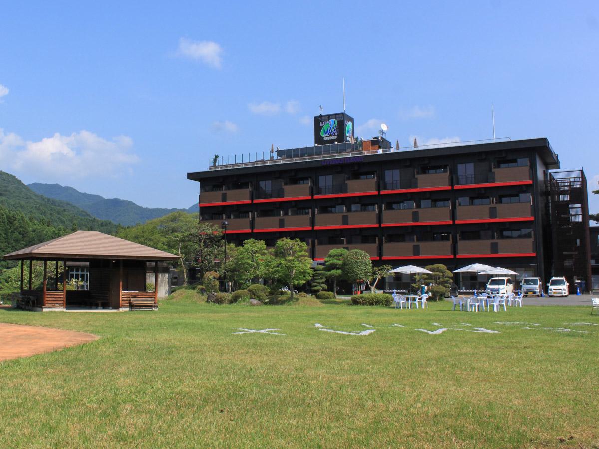 3月に友達と鬼怒川温泉に行きますが、たくさん食べたいのでビュッフェ付きの宿があれば教えてください。