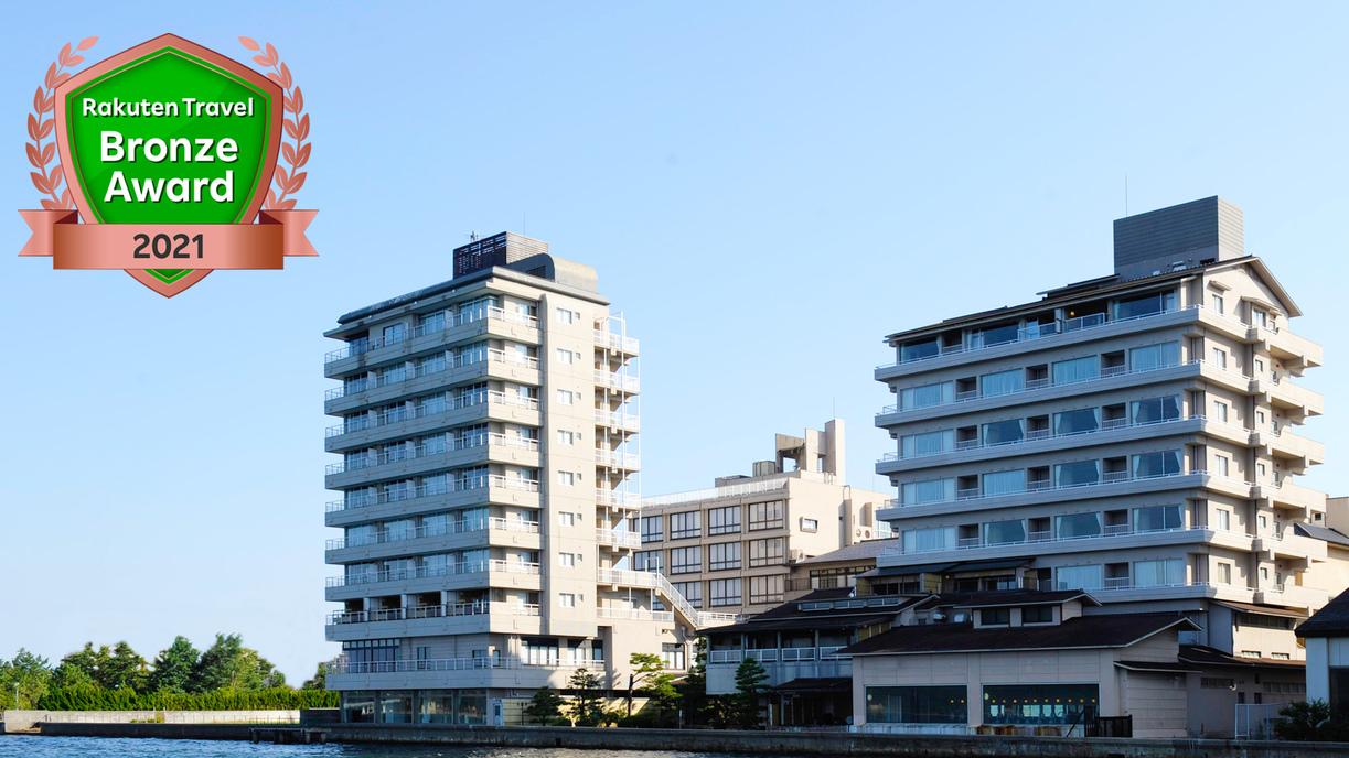 12月に和倉温泉に行きますが、海が見える露天風呂がある宿があれば教えてください。