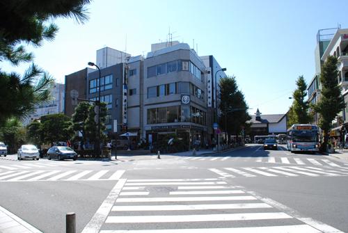 鎌倉駅前ゲストハウス 月の宿...