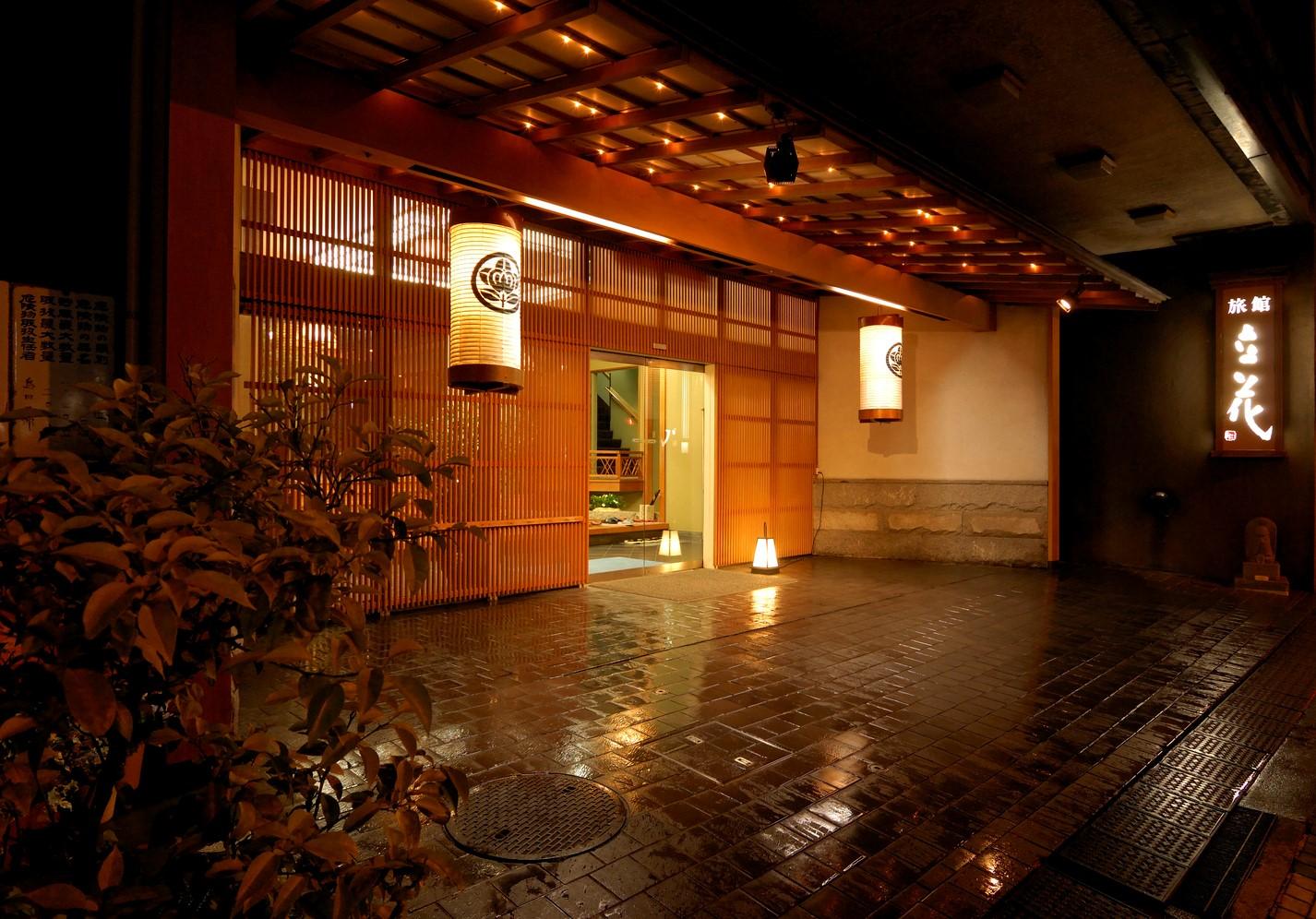 雪景色を満喫できる露天風呂があって、可愛い浴衣のレンタルがある熱海温泉の宿はありますか?