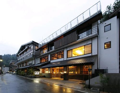 ママ友5人で松之山温泉に行きます。雰囲気が良く5人部屋がある宿を教えてください。