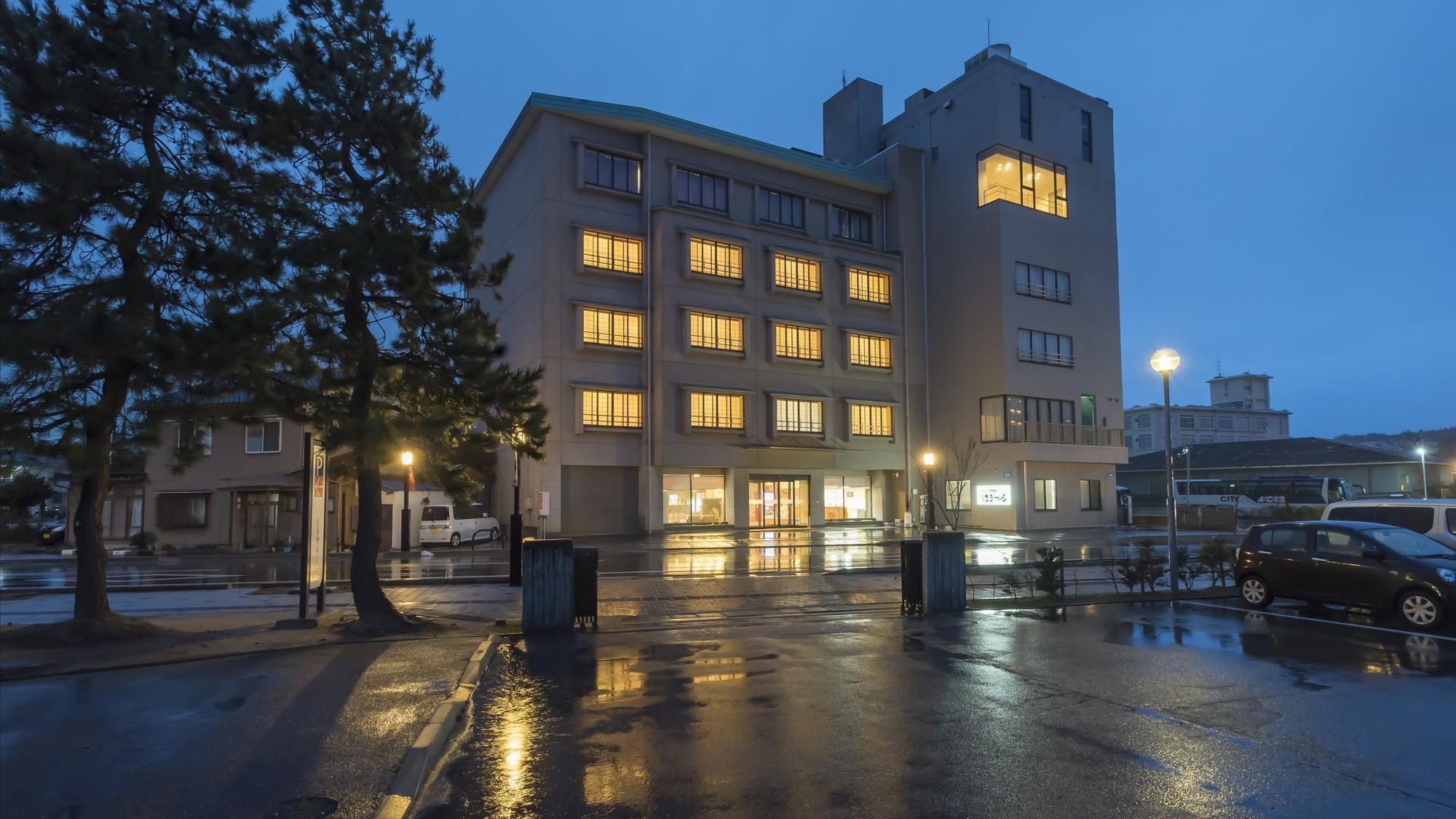 父の日に和倉温泉に行きます。源泉掛け流しでおすすめの温泉旅館を教えてください。