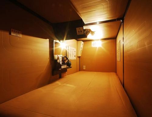 豪華カプセルホテル 安心お宿プレミア新宿駅前店の室内