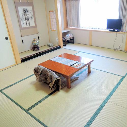 弥生旅館の客室の写真