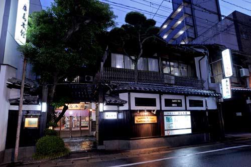 福岡でウェディング。外国人向けのおすすめ格安の和風旅館は?
