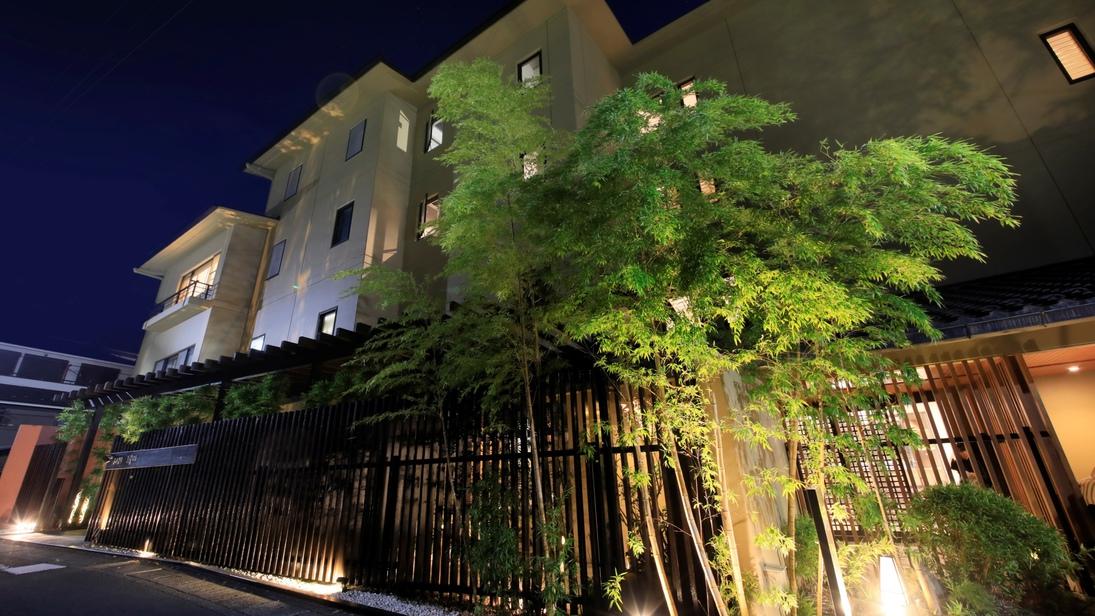 関東近郊で車椅子利用者の居る七、八人位の三世代家族が泊まれるバリアフリー対応の宿を探してます。