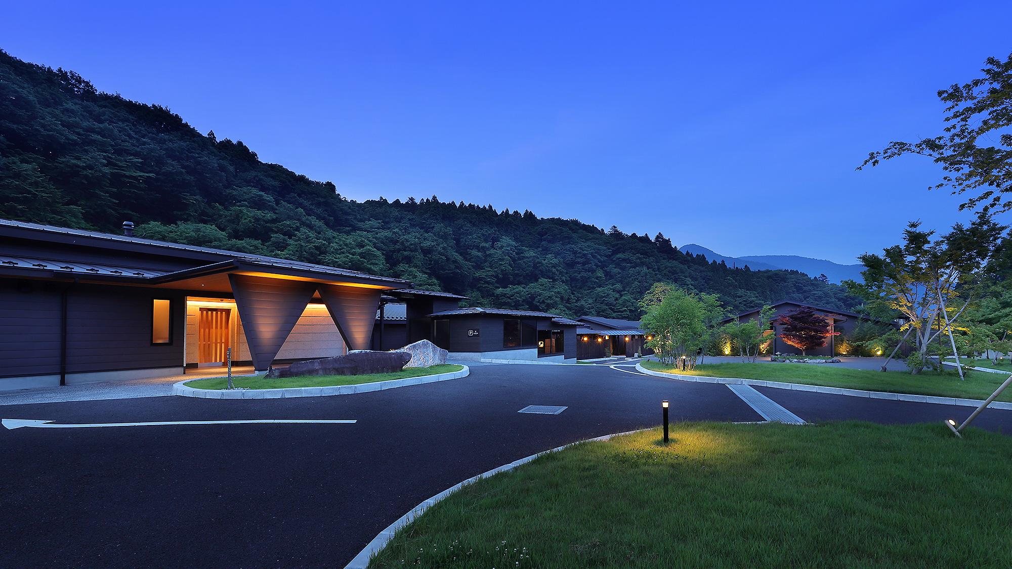 露天風呂付きのお部屋がある高級旅館に泊まりたいのですが、塩原温泉でおすすめの宿を教えてください。