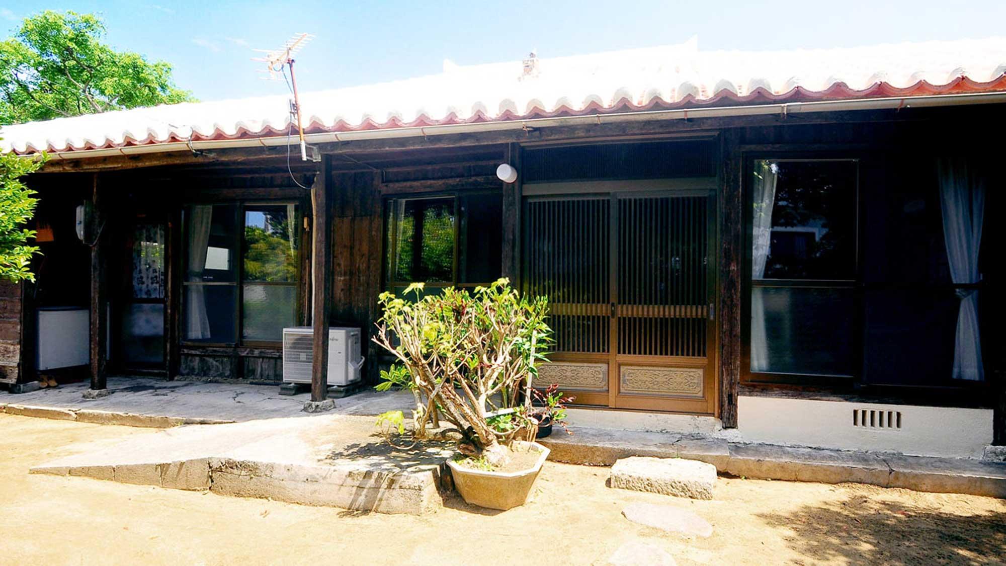 沖縄の古民家 ミーヤー<今帰仁村>...