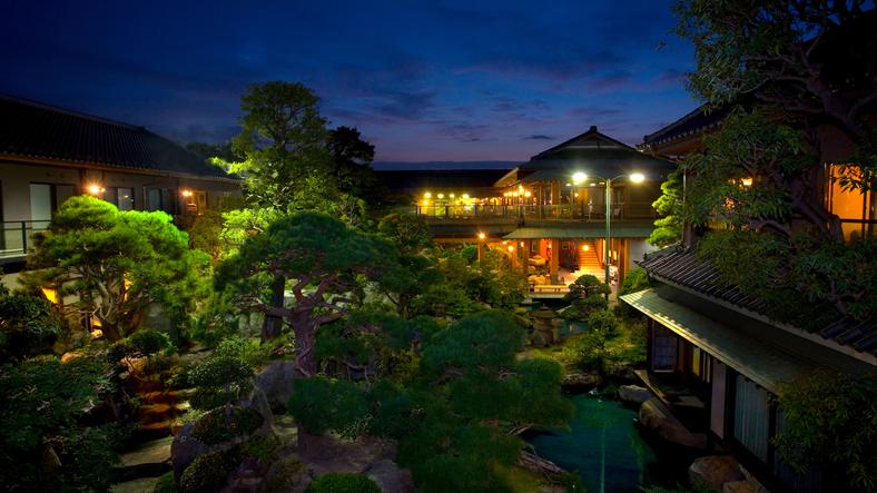 祖父母に温泉旅行をプレゼントしたいので駅から送迎してくれる石和温泉の宿を知りたい!