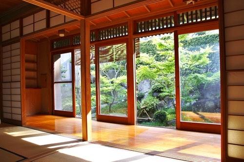 【鎌倉 藤花楼】和の心 有名庭師が手がけた日本庭園のある95...