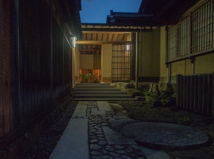 SUKIYA-zukuri Suehiro House
