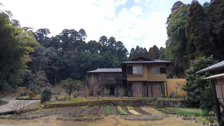 森と空と家