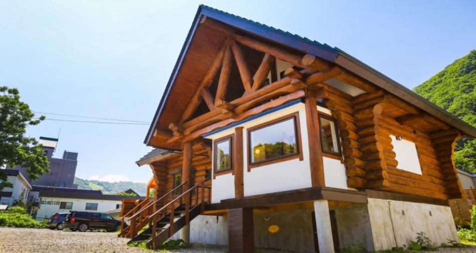 UCHI North Log Cabin