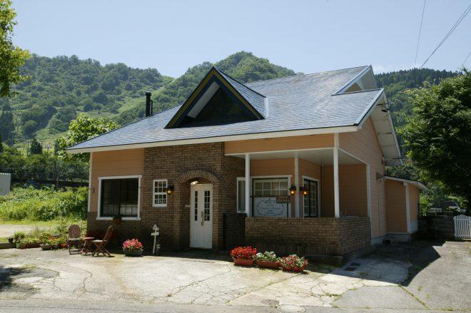 GUESTHOUSE CAFE&BAR UNILA