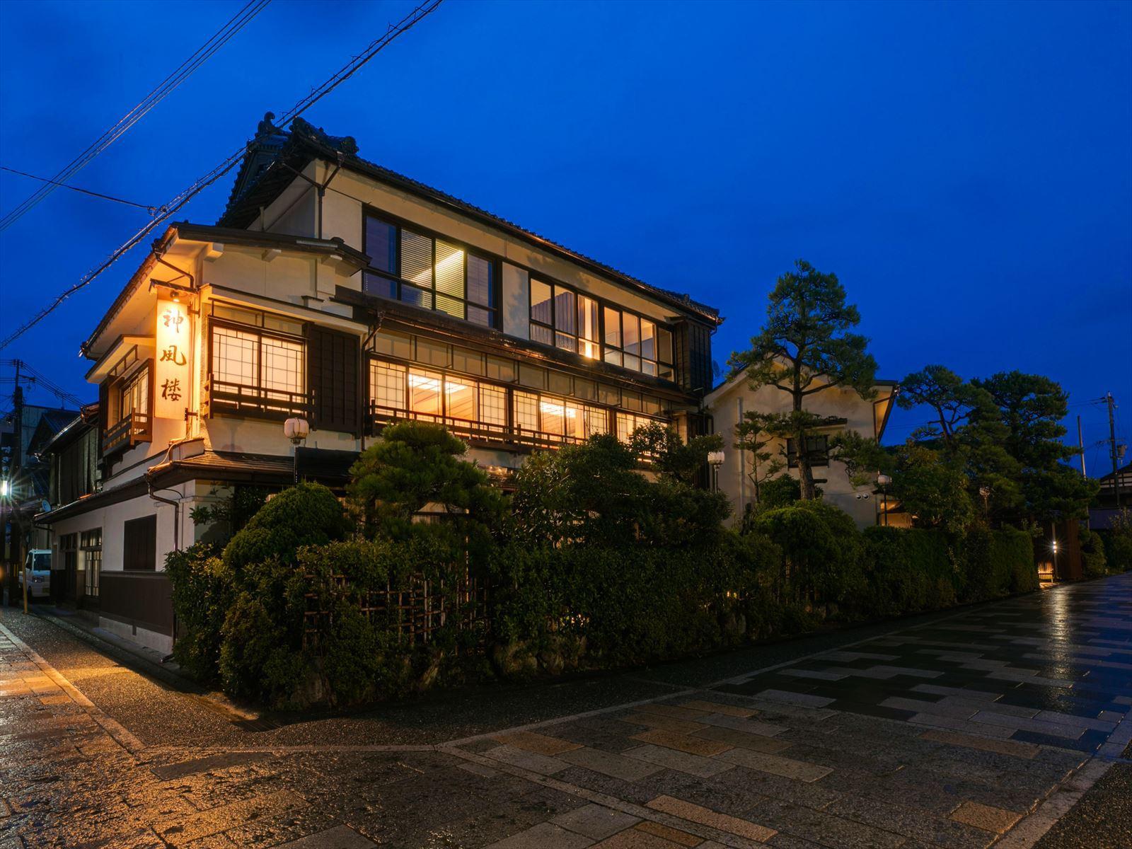 日本三景天橋立 全客室から阿蘇海を眺望する静けさを大切にした...