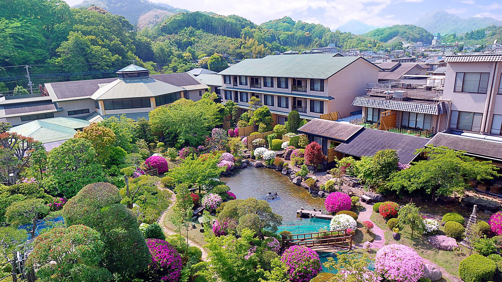 夏休みに家族で伊豆長岡温泉に行きたいので5人部屋があって食事はバイキングの宿を探してます。