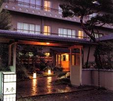 今度祖父と湯河原温泉に行きます。夕食で和食が美味しい温泉旅館を教えてください!