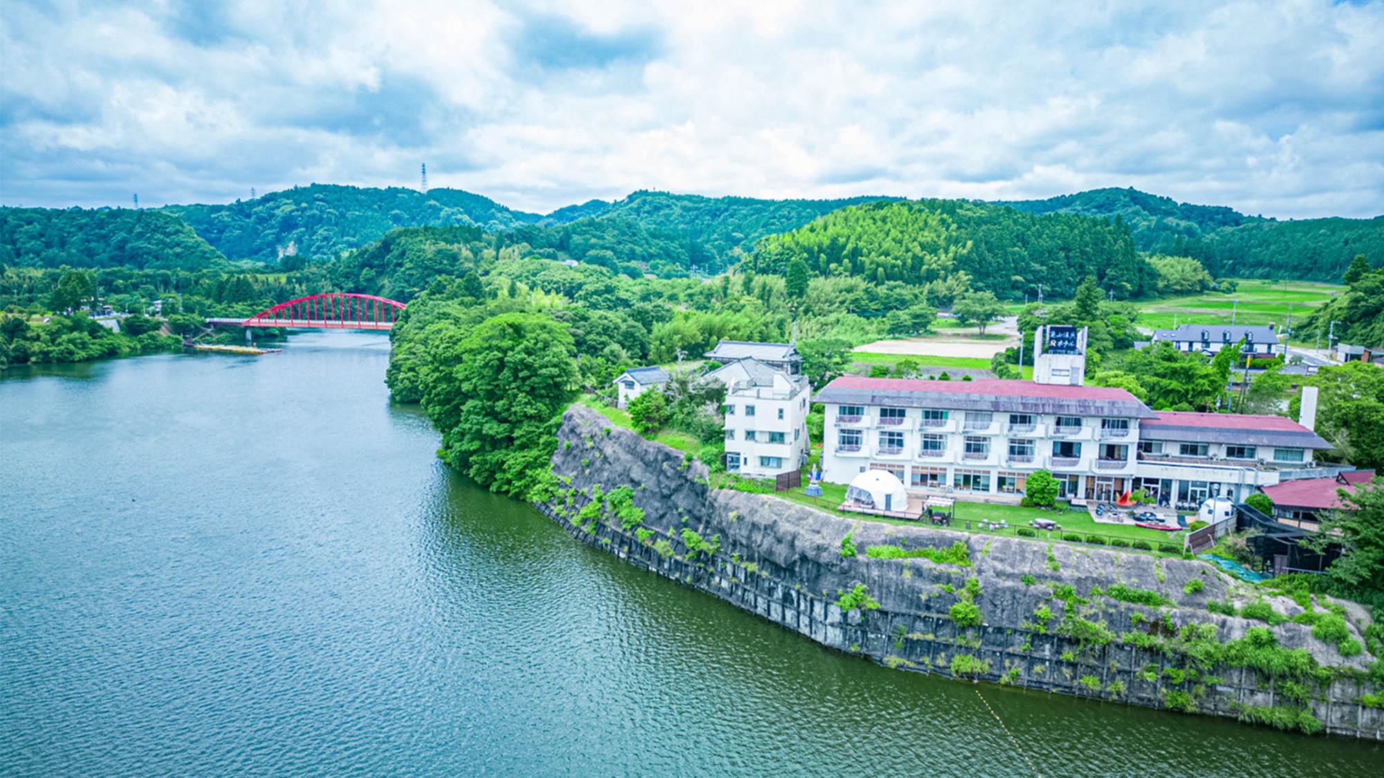 大自然の静寂と天然自噴温泉を愉しむ湯宿 亀山温泉ホテル...