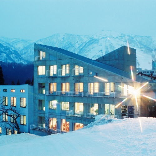 苗場スキー場に便利なリフト券付きのプランのある宿を教えてください。