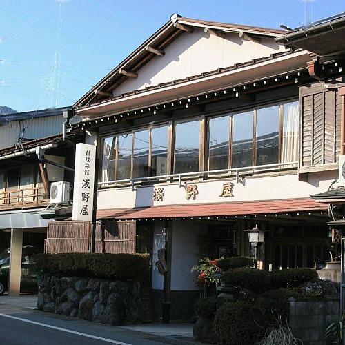 浅野屋料理旅館の外観
