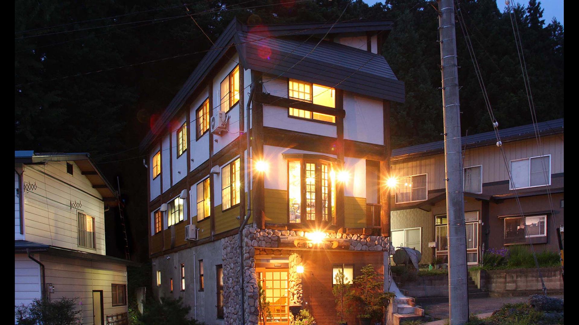 バスツアーで野沢温泉にスキー旅行!郷土料理が食べられてスキー場から近い温泉宿を教えて。