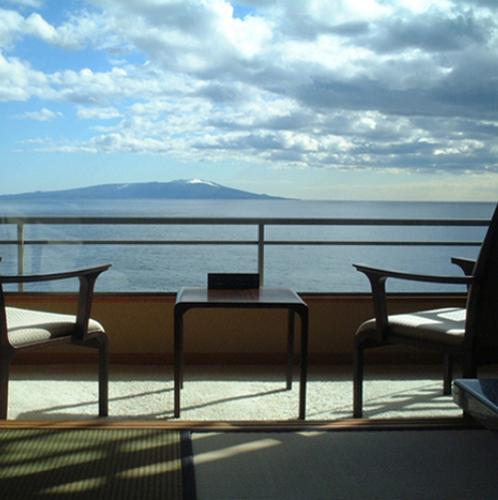 伊豆大島を正面に臨む 眺望絶佳の宿 熱川館 画像