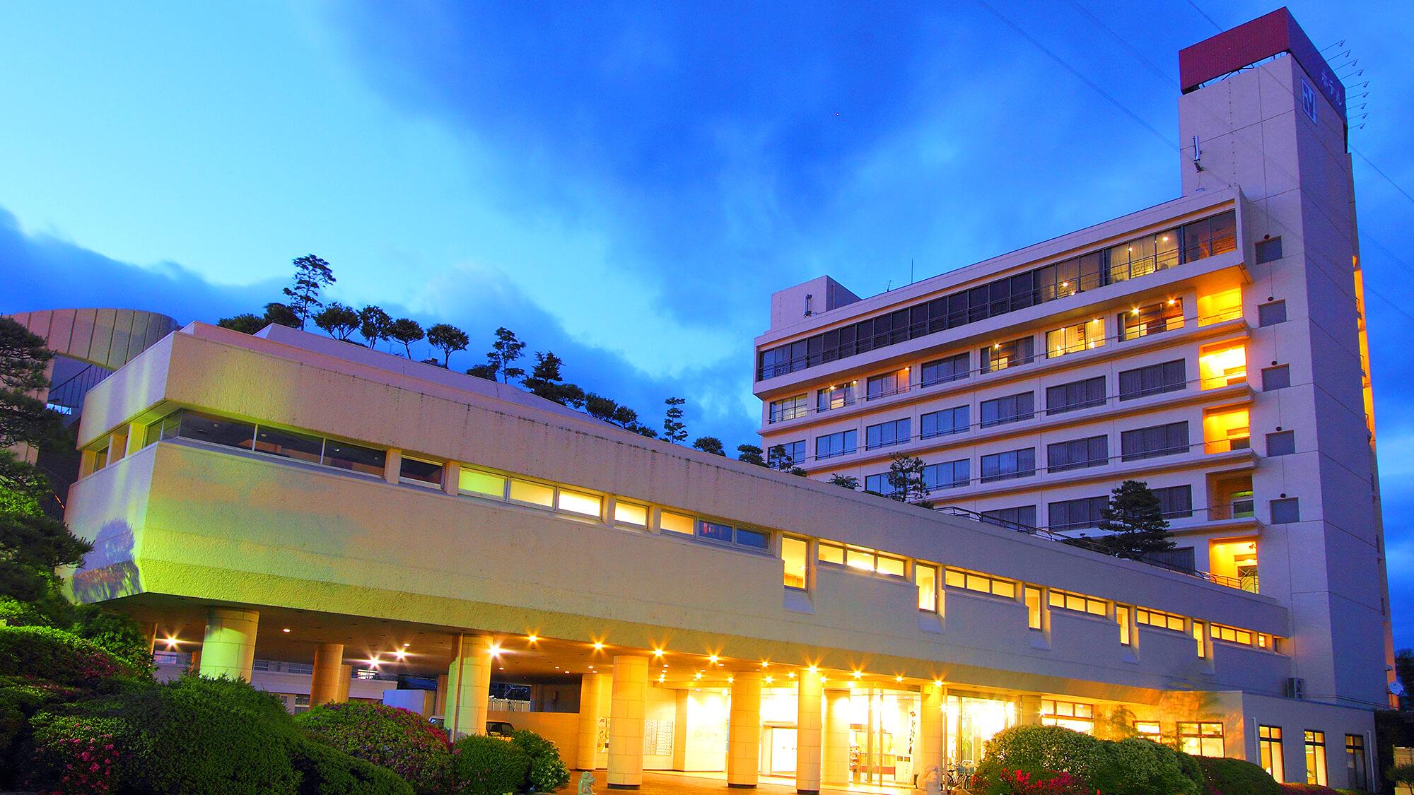 犬も連れての温泉旅行を計画中です。ペット可か、近隣にペットホテルのある石和温泉の宿はありませんか?