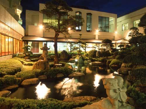 甲府へ出張。1泊して温泉に行きたいです。