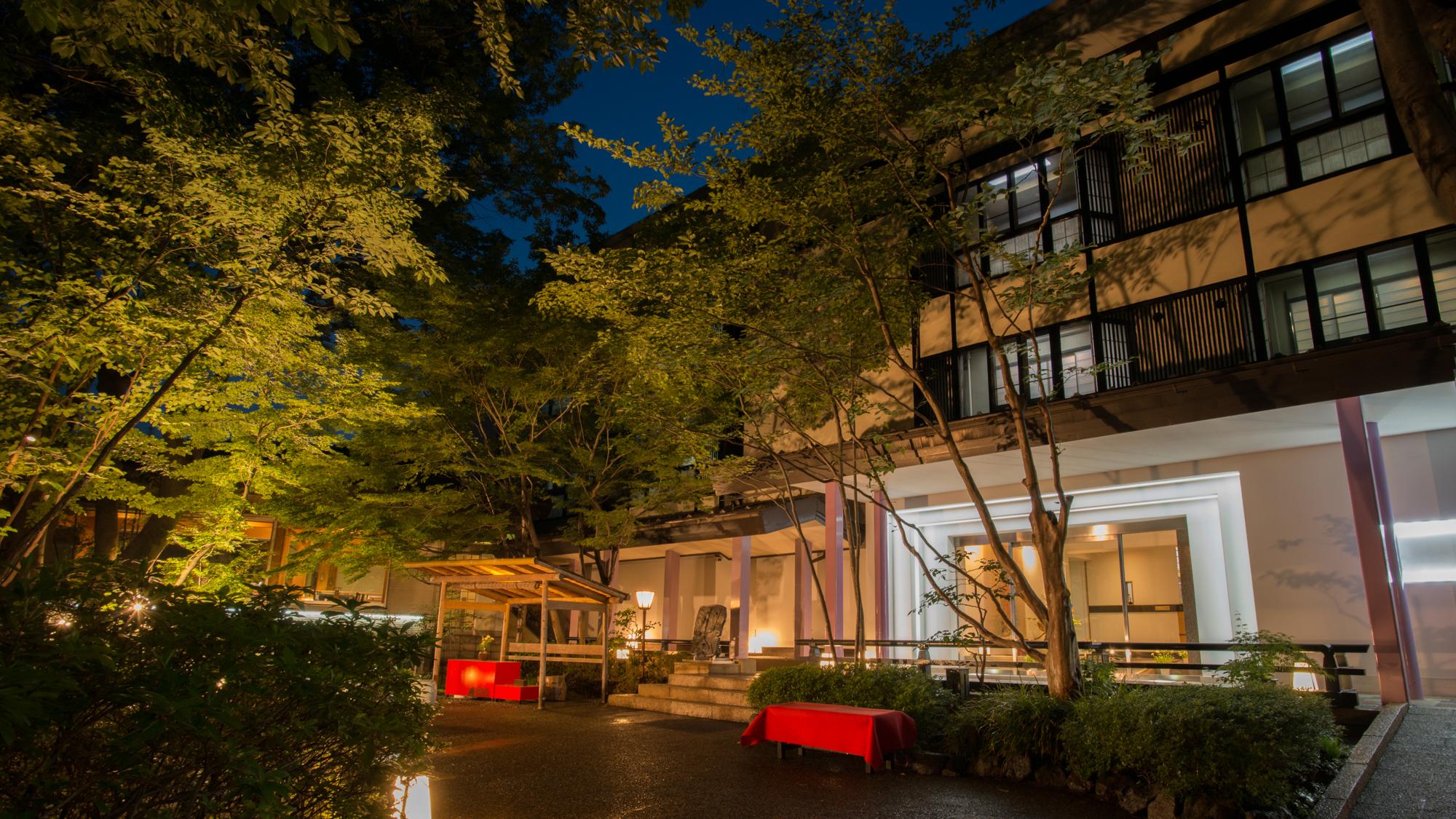 息子からのプレゼントの鬼怒川温泉旅行、露天風呂があるお宿はどこですか?