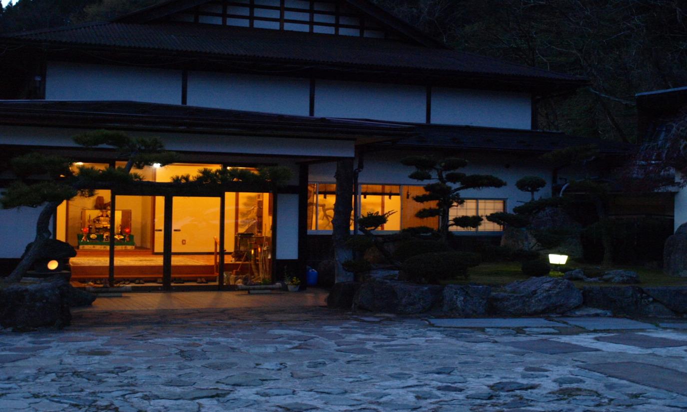 湯村温泉で大満足の蟹づくし!密にならずカニが美味しくいただける温泉宿は?