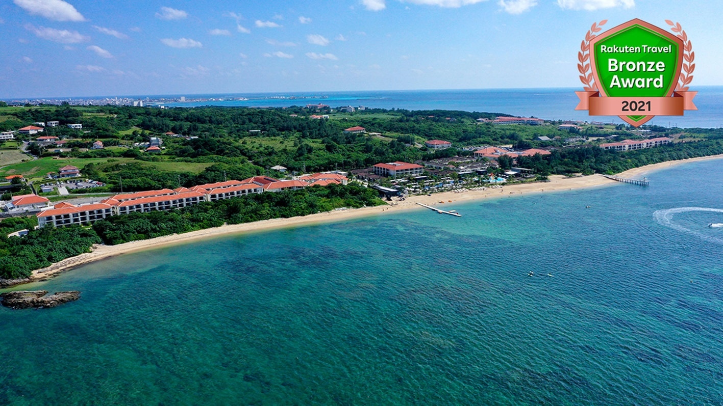 夏に小学1年生の子供と3歳児、夫婦の4人で家族旅行に行きます。沖縄でプライベートビーチがある2万円以下の宿を教えてください。